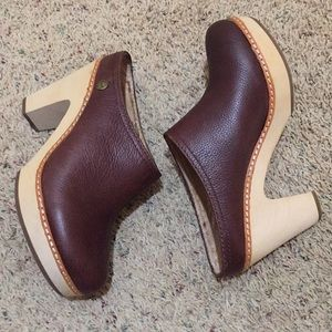 Fossil leather wooden heeled mule clogs
